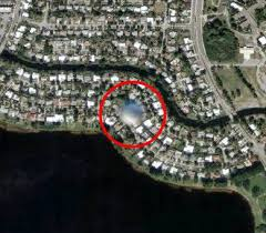 http://www.liewcf.com/blog/archives/2005/05/google-map-caught-ufo/